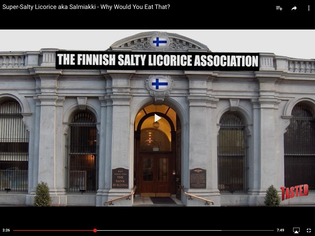 Tällaiselta näyttää Suomen Salmiakkiyhdistyksen hulppean  toimistorakennuksen sisäänkäynti Tastedin mukaan. FOTO: Kuvakaappaus/Tasted/Youtube